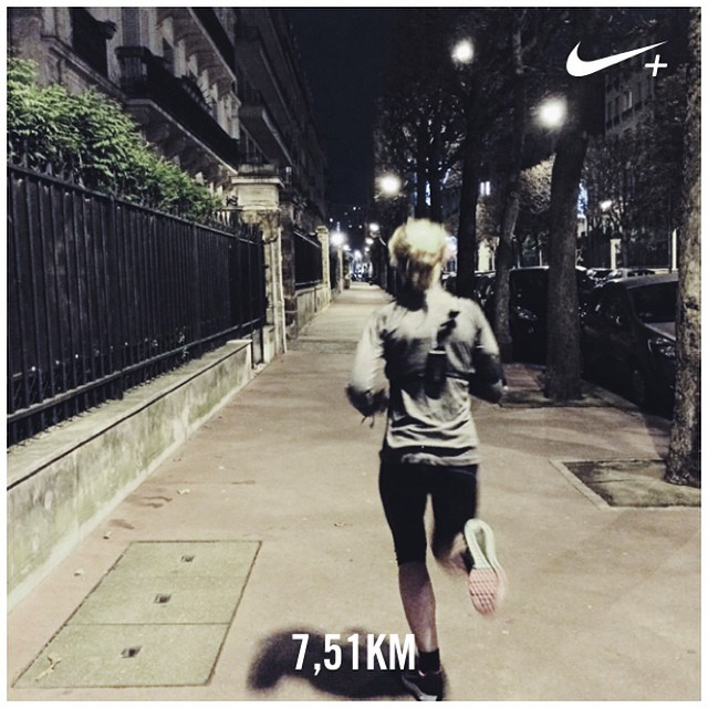 Run your Friday night ????⭐️ Parfait moyen d'entamer le weekend qui s'annonce ensoleillé ! Yes yes ??☀️ BON WEEKEND À TOUS ???? #nikeplus #dubndiducrew #motivation #eveningrun #fitspo #fitgirl #makeitcount #werunparis #instarun #running #instarunners #girlslove2run #instarunners #run #cap #runbynight #kalenji #nike #zoomstructure ??⚡️
