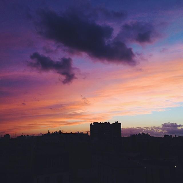 Sur les toits de Paris, les couchers de soleil se révèlent ?☀️? #paris #vscocam #sunset #sun #vsco #sky