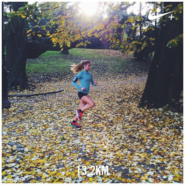 La parfaite matinée d'automne pour courir ???☀️ Perfect weather for my sunday run ??? J'ai bien travaillé les montées et les descentes aux Buttes ! Avez-vous couru aujourd'hui ? ?⚡️ #nikeplus #morningrun #sundayrun #motivation #instarunners #dubndiducrew #nikerunning #running #cap #fitgirl #fitspo #fitfrenchie #run #werunparis #uphill #autumn ?☀️