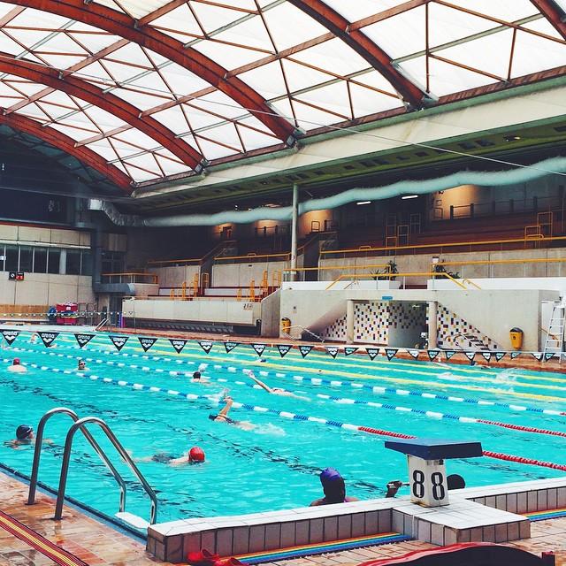 Ce midi, c'était piscine ??! 45min dans l'eau, le but de ma séance était de travailler mes prises de respiration et mon apnée. Eh bin... Il y a du boulot !! Ça tombe bien car j'ai enfin trouvé le triathlon auquel je souhaite participer pour une première fois ??☀️? Mais si vous en avez à me conseiller pour une debutante, je suis preneuse ???? #fitspo #swim #pool #paris #swimmingpool #triathlon #newaim #training #workout #motivation #dubndiducrew #togethermotivated #instafit #makeitcount #fitness ??⚡️