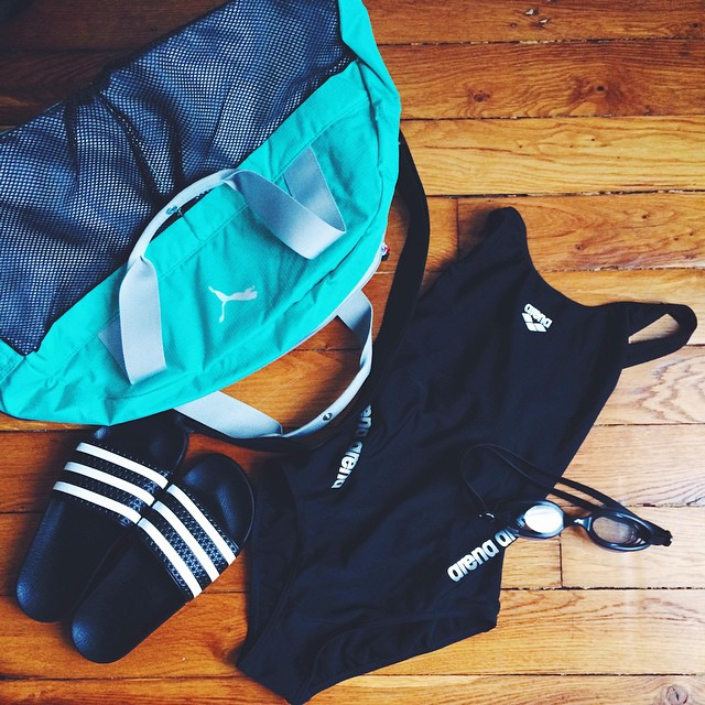 Demain, je retourne à la piscine pour un nouveau défi que je me suis fixée en 2015! Je n'ai pas mis les pieds dans un bassin pour y nager depuis mon adolescence ?. Même si j'ai fait de la natation pendant longtemps, je suis un peu anxieuse. ??Des conseils à me donner pour cette première séance ? ??Je me demande si la natation est comme le vélo, on retrouve vite sa technique lol? j'aimerais bien??⚡️ #vscocam #adilette #swim #pool #swimsuit #arena #swimmingpool #natation #fitspo #motivation #justdoit #healthspo #sport #training ?