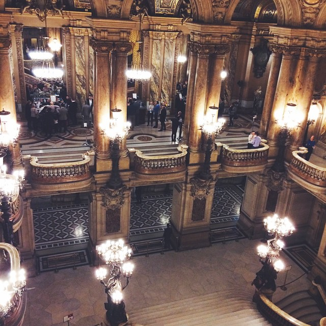?Le temps de l'entracte ?? #iloveparis #opera #paris #operagarnier #tourist #palaisgarnier #bynight #france ?