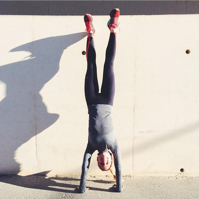 Alors ce challenge ??? Plus que quelques heures ! ?? En tout les cas bravo pour votre implication ? J'espère que vous serez autant motivées en 2015 ??⚡️#upsidedown #handstand #challengeyourself #fitspo #fitgirl #training #commit2fit #fispiration #fitfrenchie #nikewomen #getfit ?⚡️?