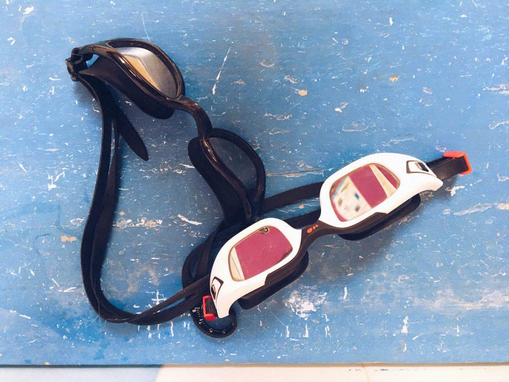 2db31ecbdc Bien que je fasse attention à tout rincer à l'eau douce, je préfère avoir  mon bonnet ET mes lunettes pour l'eau libre ET mon équipement pour la  piscine. 2.