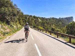 Cyclisme: Faire du vélo de route seule quand on est une femme