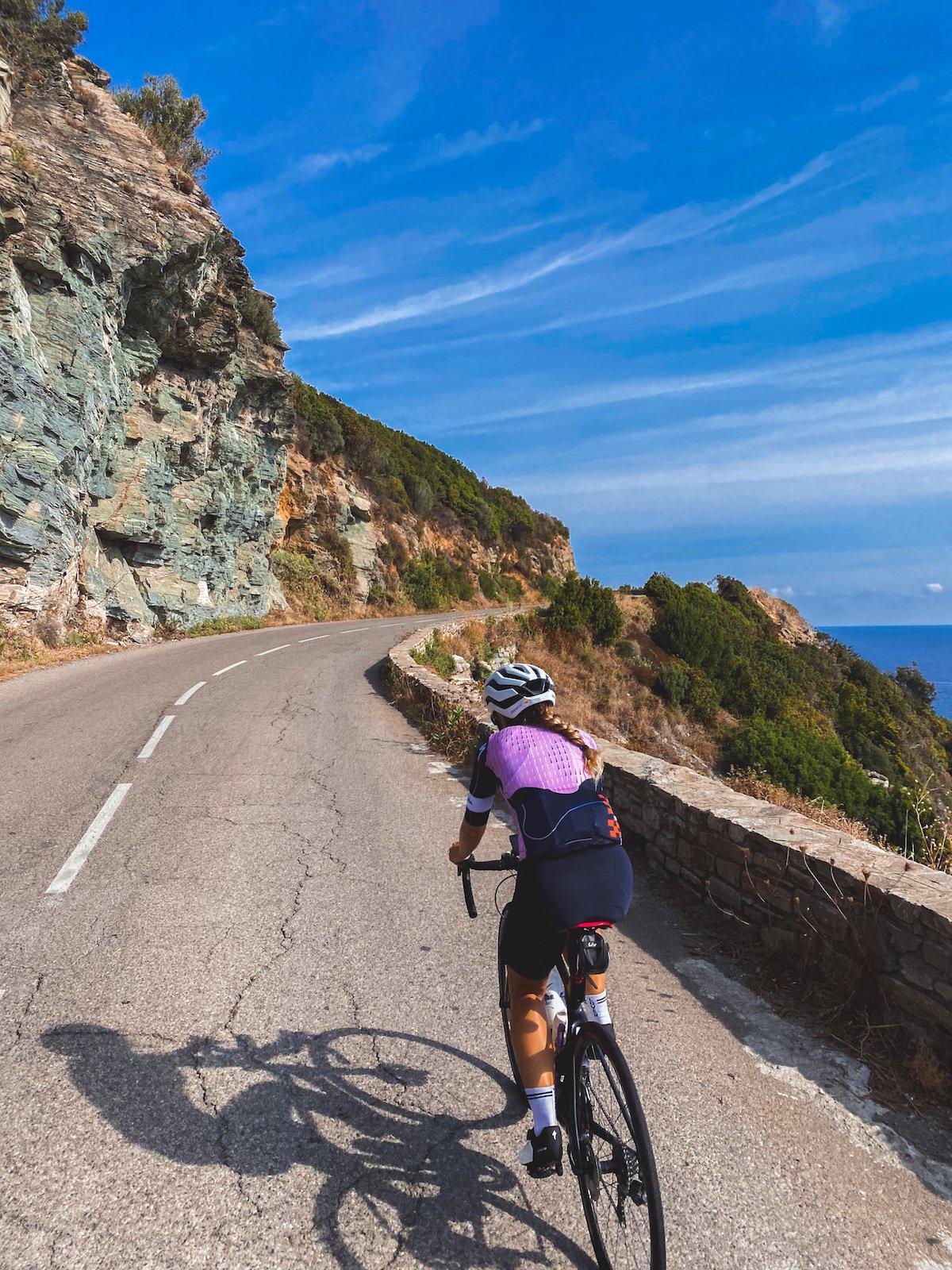 3 idées de parcours en vélo de route en Corse : Cap Corse, Col de Bavella... Piana